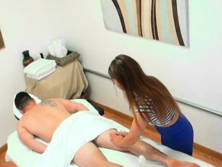 Massage asian jerks her client before sex