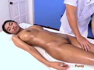 Watch the lucky masseur massage the Herculean titties unaffected by this