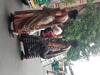 big ass gujju aunty at hand saree 2