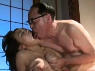 Wondrous tails of Reiko Nakamori gets her poontang banged