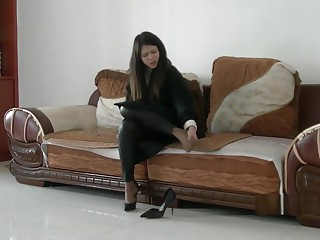 Chinese girl sprains foot fro high heel and nylon