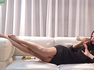 Sexy Chinese Teen With Sting Legs Twit Nylon Feet