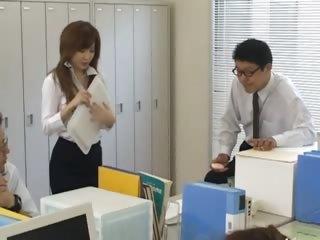 Asian journo from Tokyo respecting bum milk