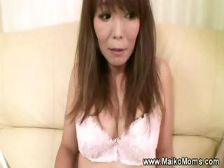 Mature japanese maiko jesting with her queasy pussy